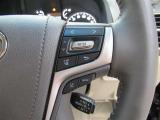 右のステアリングスイッチでトヨタセーフティーセンスの設定やインフォメーションディスプレイの操作が行えます!