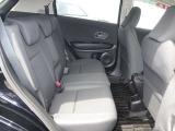 後席も足元ゆったり長距離ドライブも疲れにくいシートです。