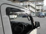 グー鑑定とは、第三者機関のプロの鑑定師によりチェックを行い、公正にグレードを定めます。 第三者機関の日本自動車鑑定協会(JAAA)の鑑定師が中古車を鑑定。 プロが一台一台チェックします。多数鑑定済み!
