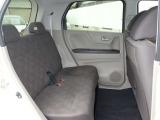 後席は、足元ゆったり長距離ドライブも疲れにくいシートです。