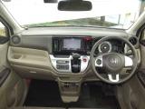 フロントガラスは大きく視界も良好!運転しやすいお車です。