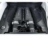5.2L V型10気筒DOHC、550ps/55.1kgm 最 高出力の発生回転数が8000rpmというデータが象徴するとおり、LP550-2のエンジンは高回転型でございます。
