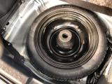 【タイヤの状態】タイヤの溝は現在の状態で問題ありませんが、タイヤ交換をご希望の場合、お得なルート限定タイヤ、スタッドレスタイヤ、アルミセットなどもご用意!価格もご希望に応じてご相談賜ります。
