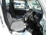運転席にゆとりを生む広く快適なキャビン!