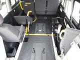 ハイエース  福祉車両 ウェルキャブBタイプ 車いす2基