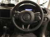 ハンドル裏にはオーディオ操作用のボタンがあり運転中でも安全に操作可能です!