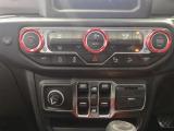 エアコンやオーディオ、安全装備のオンオフはこちらのパネルからでもできます!