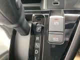 サイドブレーキはスイッチレバーひとつでスマートに操作ができます!信号待ち等にブレーキペダルを放しても、ブレーキ力を保持し続けるオートホールド機能付☆
