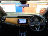ますますドライブが楽しくなる、明るく開放的な運転席まわりです!