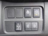 【両側オート&ハンズフリー】インテリキーでの操作やキーを取り出さなくても持ってさえいればドア下に足を入れて開け閉め可能な機能付きの両側オートスライドドア装備です。荷物の多い時などとっても便利ですね!