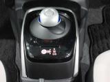 未来の運転感覚・手首を動かすだけの簡単 電制シフトです。