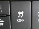【キーレススタートシステム】カバンやポケットに入れたままでもドアの施錠・解錠が可能なスマートキーを装備。エンジンのオン・オフ時もカギを取り出す必要が無いからとっても便利です♪