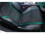 随所に施されたグリーンカラーが、モータースポーツを連想させます。シートはホールド感が高く、スポーツドライブでも体をしっかりと支えます。