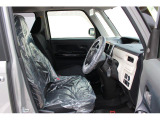 運転席です。ゆったりとしたシートの乗り心地の良さはムーヴ譲りの快適さです♪