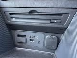 メーカーオプションのCD/DVDプレーヤ&TVチューナーが装備されています