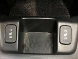 寒い冬にはうれしい運転席シートヒーター♪肌を乾燥させずに体を温めることができます♪
