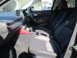 運転席・助手席には、寒い季節にも快適なシートヒーターを装備しています。温度は3段階で調整可能で快適な環境を提供します。