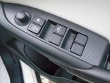 電動格納式のドアミラーが付いて、狭い場所の駐車の際にも便利です。