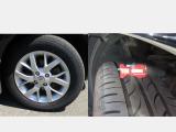 夏タイヤには純正アルミホィールが装着されて、残量は約6mmです。