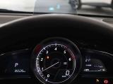 車速やナビゲーションのルート誘導など走行時に必要な情報をアクティブドライビングディスプレイに表示。情報はドライバーの約1.5m前方に焦点を結んで見える為道路と情報表示との視線移動を最小限に出来ます。