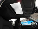 大人気の電動ガラスサンルーフが装備されています!陽の光や風を車内に取り込んで気持ちの良いドライブをお楽しみ頂けます!更にチルトアップにより車アイ換気にも役立ちます!