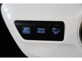 車にOFFマークのボタンは、車の接近を音で知らせる車両接近通報装置の切り替えボタンです。早朝に出かける時や深夜の帰宅など、静かに走りたい時などはオフできます。(通常は安全のためにオフしないで下さいね)