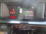 インパネ上部の見やすい位置に設置のマルチインフォメーションディスプレイ。スマートアシストの作動状況など、車両の様々な情報を表示して運転をサポートします。