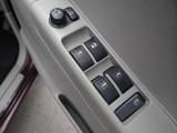 〔インテリジェントキー〕機械的に鍵を開閉するのではなく、バックやポケットの中に持っているだけで開閉やエンジン始動なども可能なインテリジェントキーシステムです