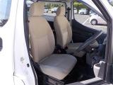 運転席にホツレがあります。