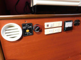 ツインサブバッテリー 走行充電 外部電源 外部充電 正弦波1500Wインバーター 電圧計