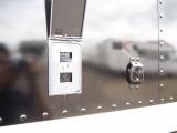 外部電源装備!!外から引き込んだ電気を車内で使えるようにする装備になります!!