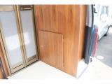 リアのマルチルームへは扉付きで室内からの移動も可能です☆