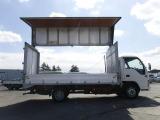トラックのサイズとしては、2トン(2t)ウイング、4トン(4t)ウイング、10トン(10