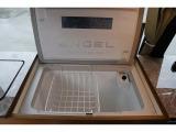 冷蔵庫です!いつでも冷たい飲み物をお飲み頂けます!12Vのサブバッテリーより電源供給して