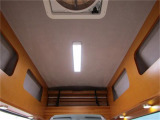 ハイルーフにより高い天井高♪キャブ上にルーフベッドを収納するスペースとオーバーヘッド収納