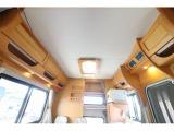 2段ベッド下や上部収納棚等、収納スペースも多い一台です〇