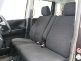 フロントベンチシートですので運転席足元ゆったり広々快適です。助席への移動も楽々です。