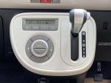 オートエアコンは室内温度表示もデジタルで見やすく、温度設定をするだけで余分なボタン操作もなくいつも室内は快適な温度で風量も吹き出し口の調節もしてくれます。