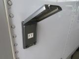 外部電源装備!電気を車内に引き込み使用する為の装備になります!!