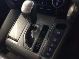光沢のあるブラックのパネルのインパネはエアコン操作が可能です。左右独立式なので、車内空調を効率的に調整できます。