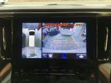 13.3インチリヤエンターテイメントシステムになります。ワイド画面なのでサードシートからも良く見えます。