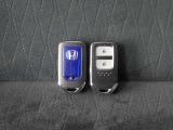 ◆スマートキー◆カギをバッグやポケットに入れたままでもドアロックの開閉ができる『スマートキー』付き!雨天や暗くなってもカギを取り出す必要がなくドアの開錠&エンジンも始動できます