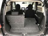 ☆後席のシートバックは5対5で倒せる分割可倒式。片側を倒して長い荷物等載せることができます。☆