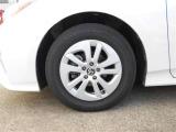 15インチ純正アルミホイール。路面に近いホイール部分は特に目立ちますし、車のイメージも大きく変わりますよ!