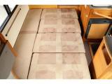 ダイネットベッド寸法約185cm×125cm(大人2名就寝)