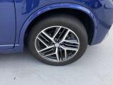 純正アルミホイールはデザインもスタイリッシュでカッコよく車にマッチしています。
