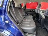リヤシートは足元空間も広くリラックスしてドライブが楽しめ、ゆったりとおくつろぎ頂けます。