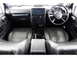 ジープ・ラングラーアンリミテッド サハラ 4WD リフトアップ 黒レザー調シートカバー...