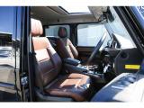 メルセデス・ベンツのシートは少し硬めに設計されております。長時間の運転の際、適度な反発があることで体重を分散させ疲労感を軽減いたします。メルセデス・ベンツのシートの良さは多く方に実感頂いております。